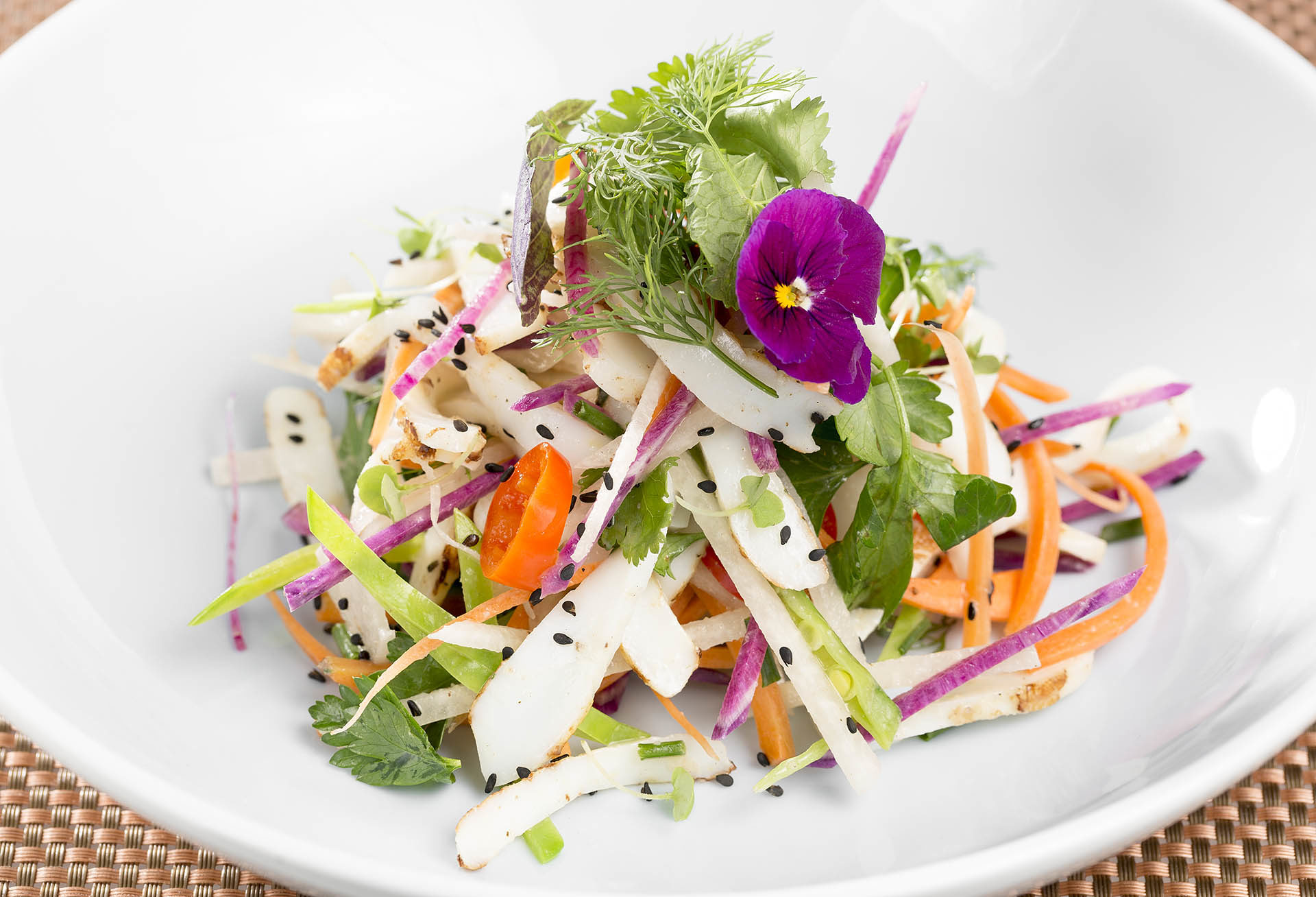 Calamari-Salad_calamari_julienne-vegetables_fine-herbs_yuzu-dressing_006-1920×1308